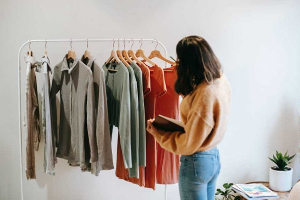 Read more about the article The Ultimate Guide to Starting a T-shirt Business